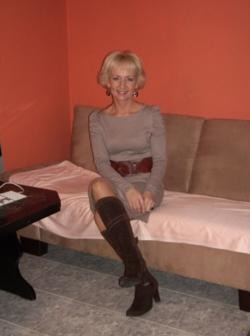 DOAMNA, blonda, maseuza, 40 ani, sexy, inteligenta