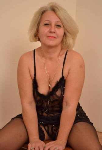 ANA, matura, blonda, 43 de ani,