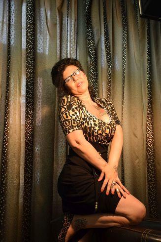 BIANCA, 42 ani, doamna matura, o femeie cu atitudine