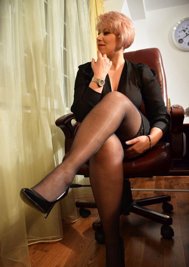 Blonda matura,experimentata,maseuza,ofer diferite tipuri de masaj