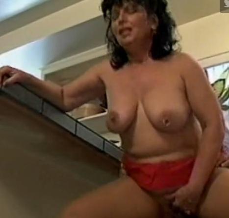 compilatie porno de femei mature de 50 de ani futute de studenti de 20 de ani