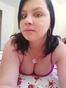 Bună sunt Monica am 39 de ani sunt o doamna matură